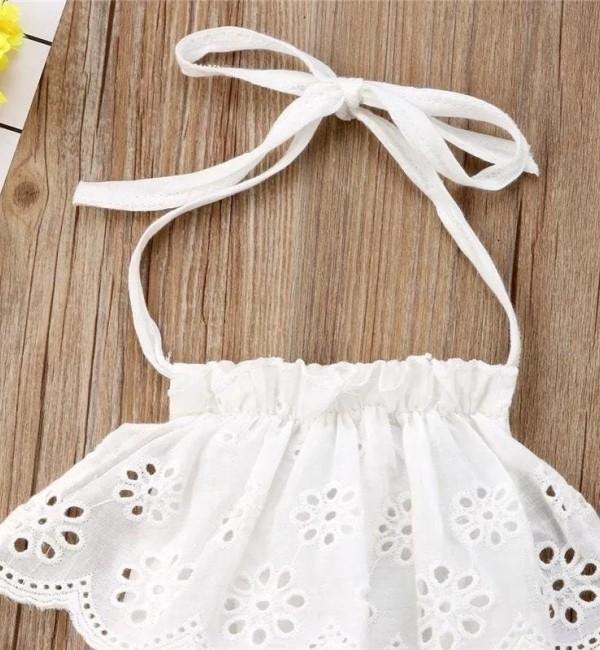 Бяла рокля с гол гръб